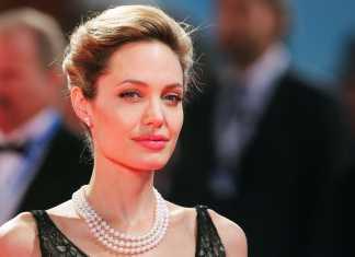 Angelina Jolie con gioielli di perle