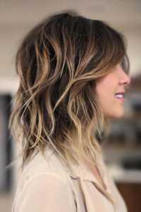 Tagli di capelli scalati alle spalle