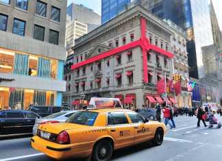 Taxi gialli a Natale sulla Fifth Avenue