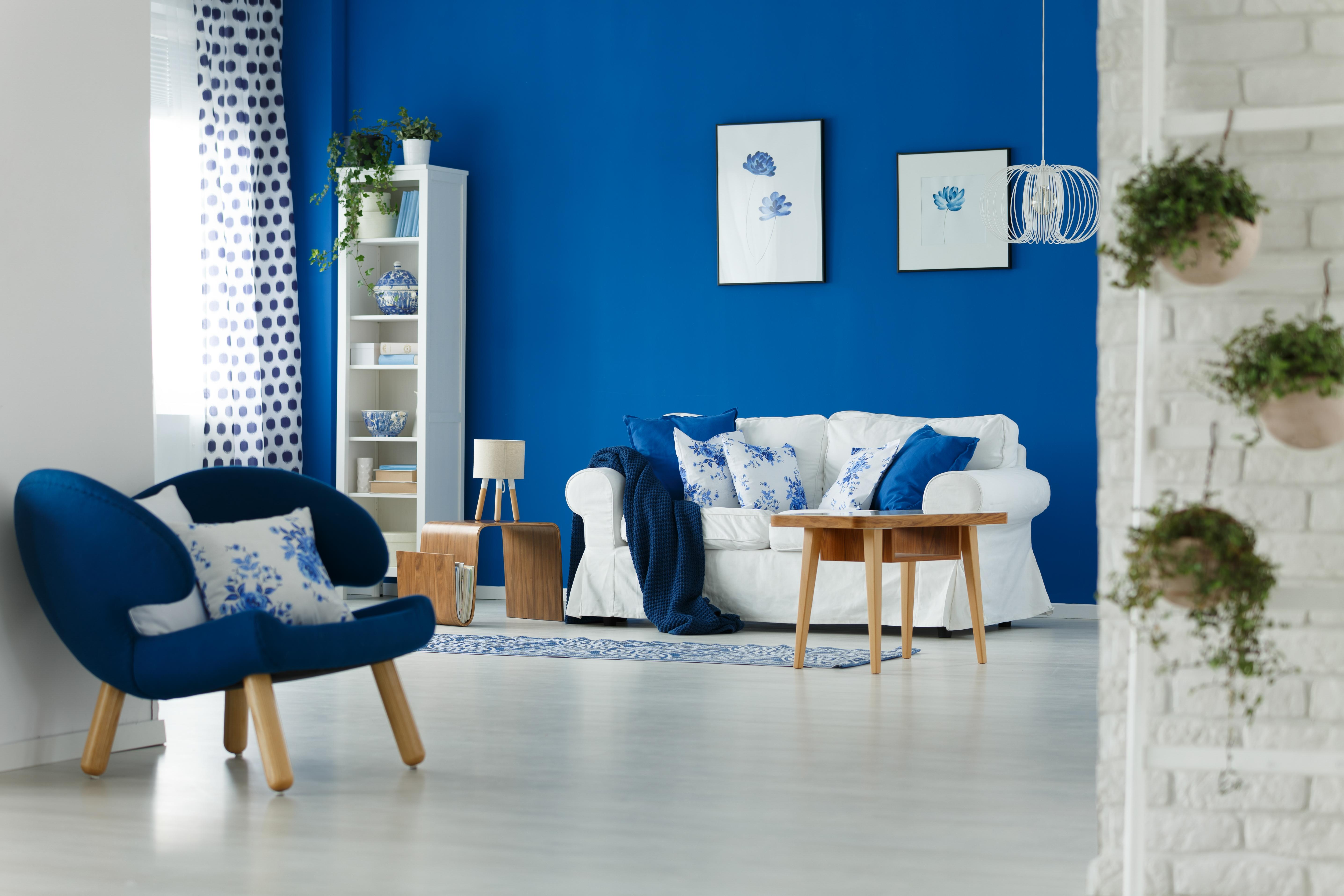 Il simulatore colori pareti permette di mmaginare l for Divano blu colore pareti