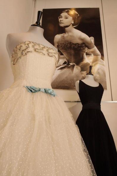 Abiti anni 50  la moda che restituisce femminilità e sensualità alle ... 399b505fdda6