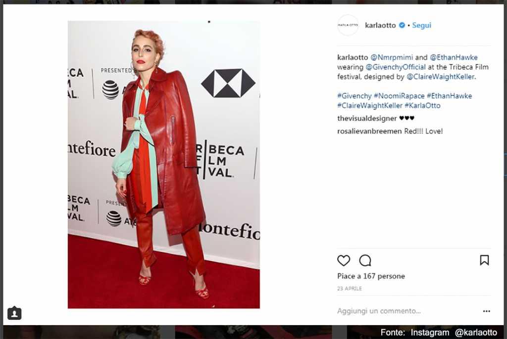 Celeste chiaro e rosso Givenchy - Fonte: Instagram @karlaotto