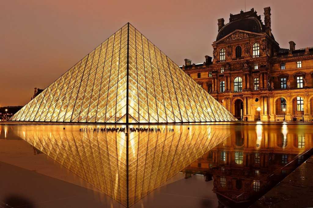 Il louvre di Parigi - Fonte: Pixabay