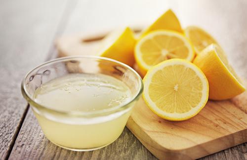 Succo di limone per schiarire le macchie Fonte Pixabay