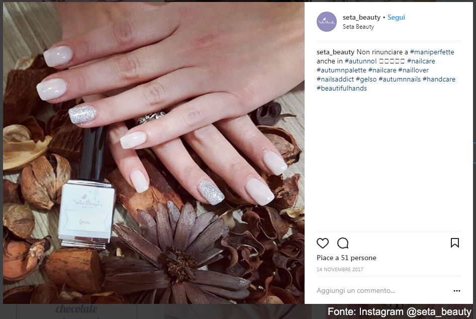 Una manicure con accent realizzata da Seta Beauty - Fonte: Instagram @seta_beauty