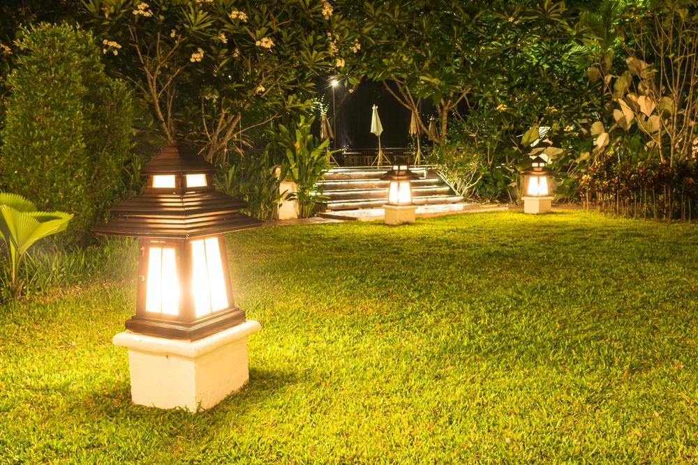 Luci Da Esterno Giardino Solari : Come funzionano lampade solari da giardino guida all acquisto