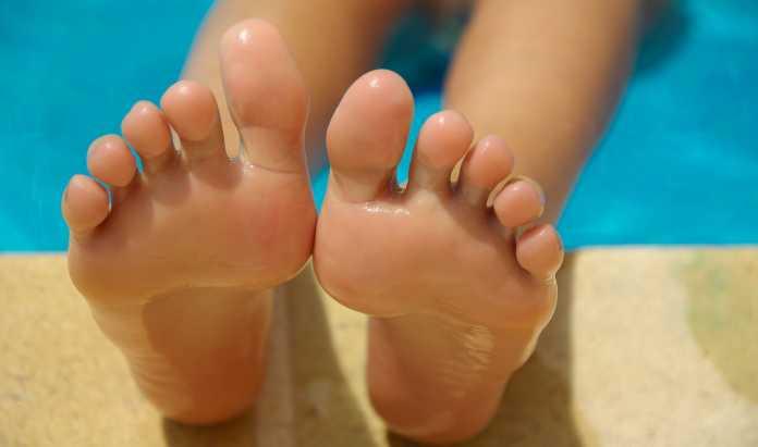 come ammorbidire i talloni dei piedi