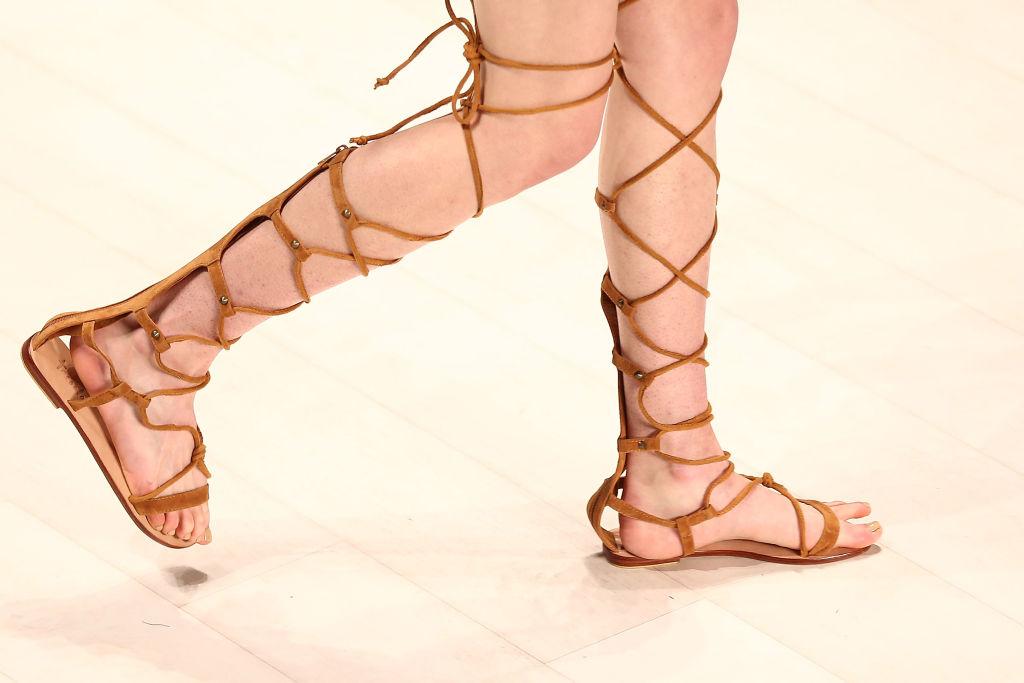informazioni per ab4e3 5ee8d Dove posso trovare sandali alla schiava e come abbinarli