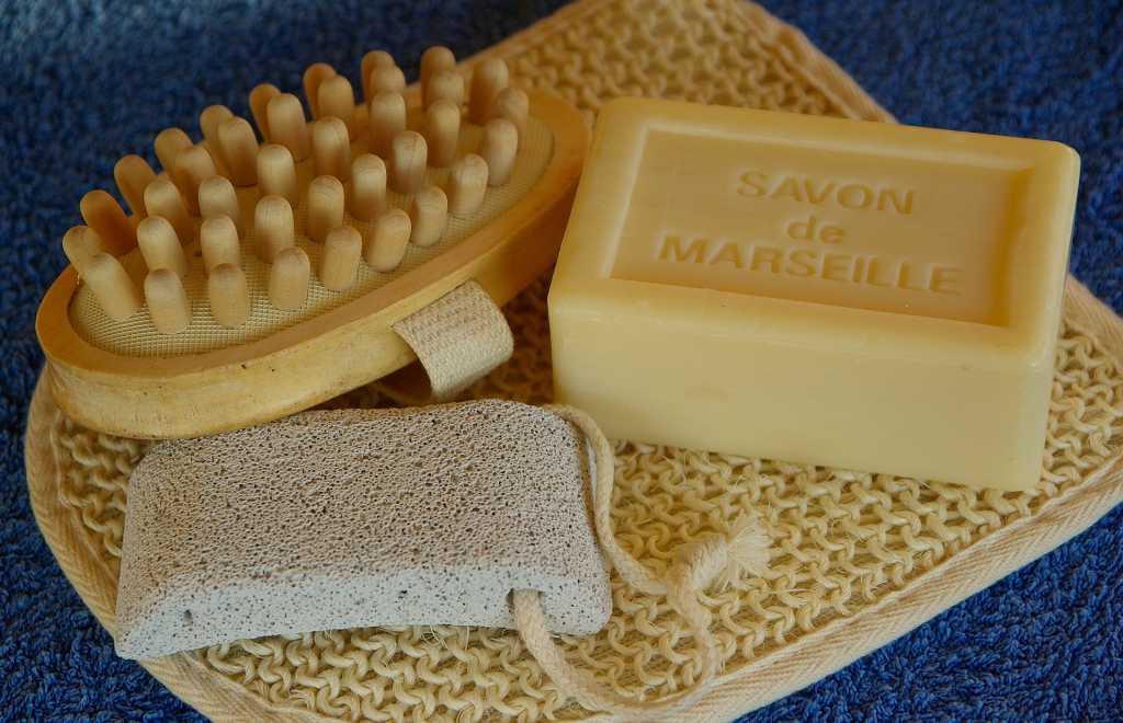 Il segreto di talloni perfetti inizia dall'igiene dei piedi - Fonte: Pixabay