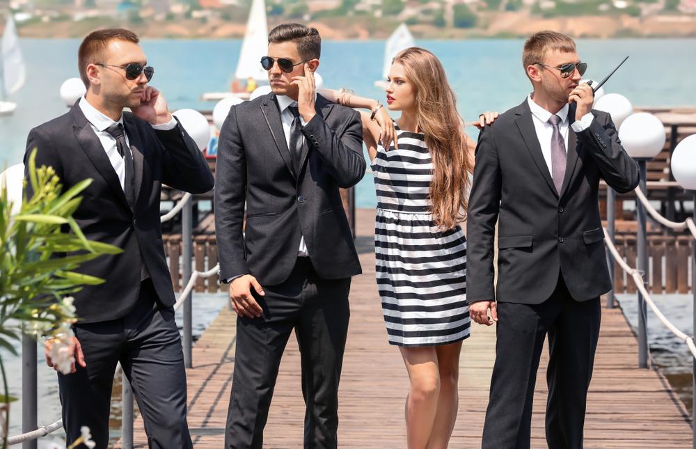Bodyguard e occhiali da sole