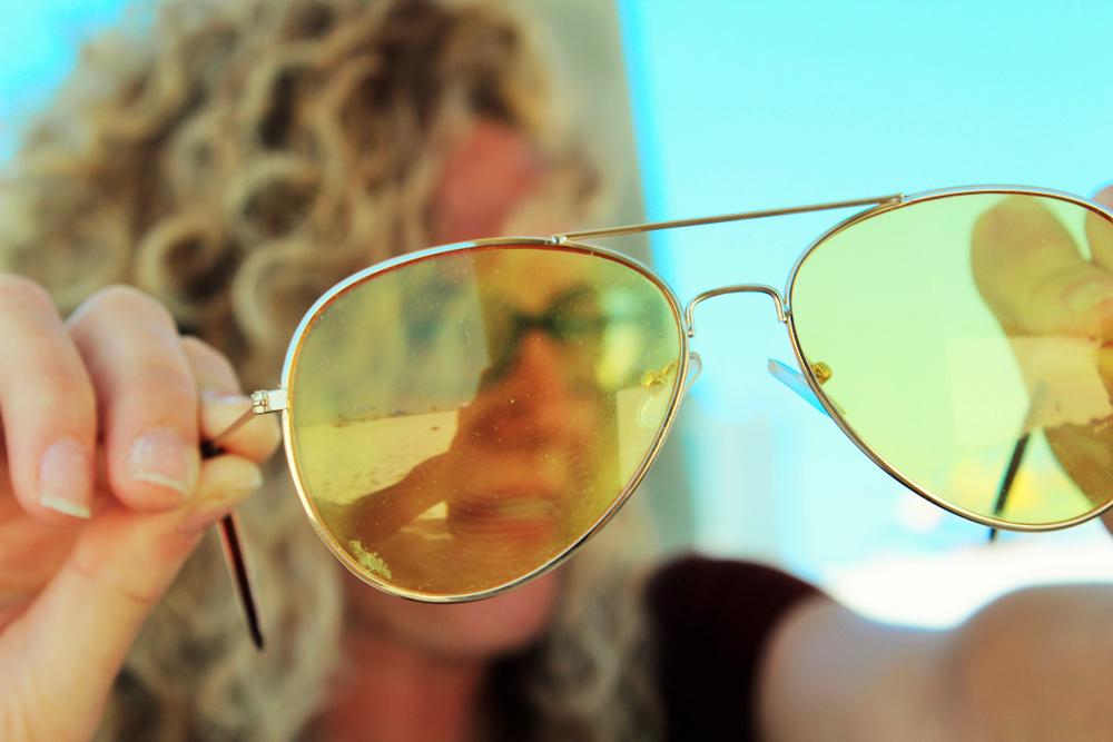 occhiali da sole con lenti gialle