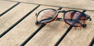 occhiali da sole con lenti sfumate